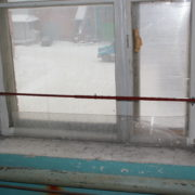 Надувные экраны для теплозащиты во время установки пластиковых окон